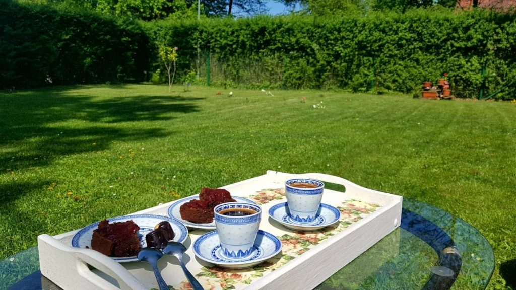 kawa w ogrodzie