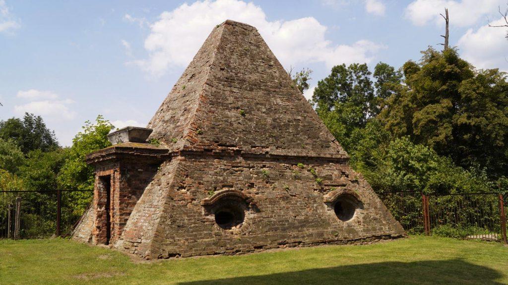 Piramida w Rożnowie