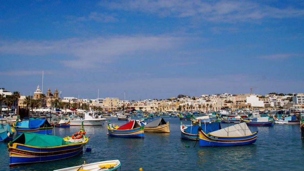 Marsaxlokk-rybacka-wioska-kolorowych-łódek-Malta