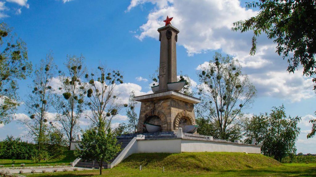mikolin pomnik