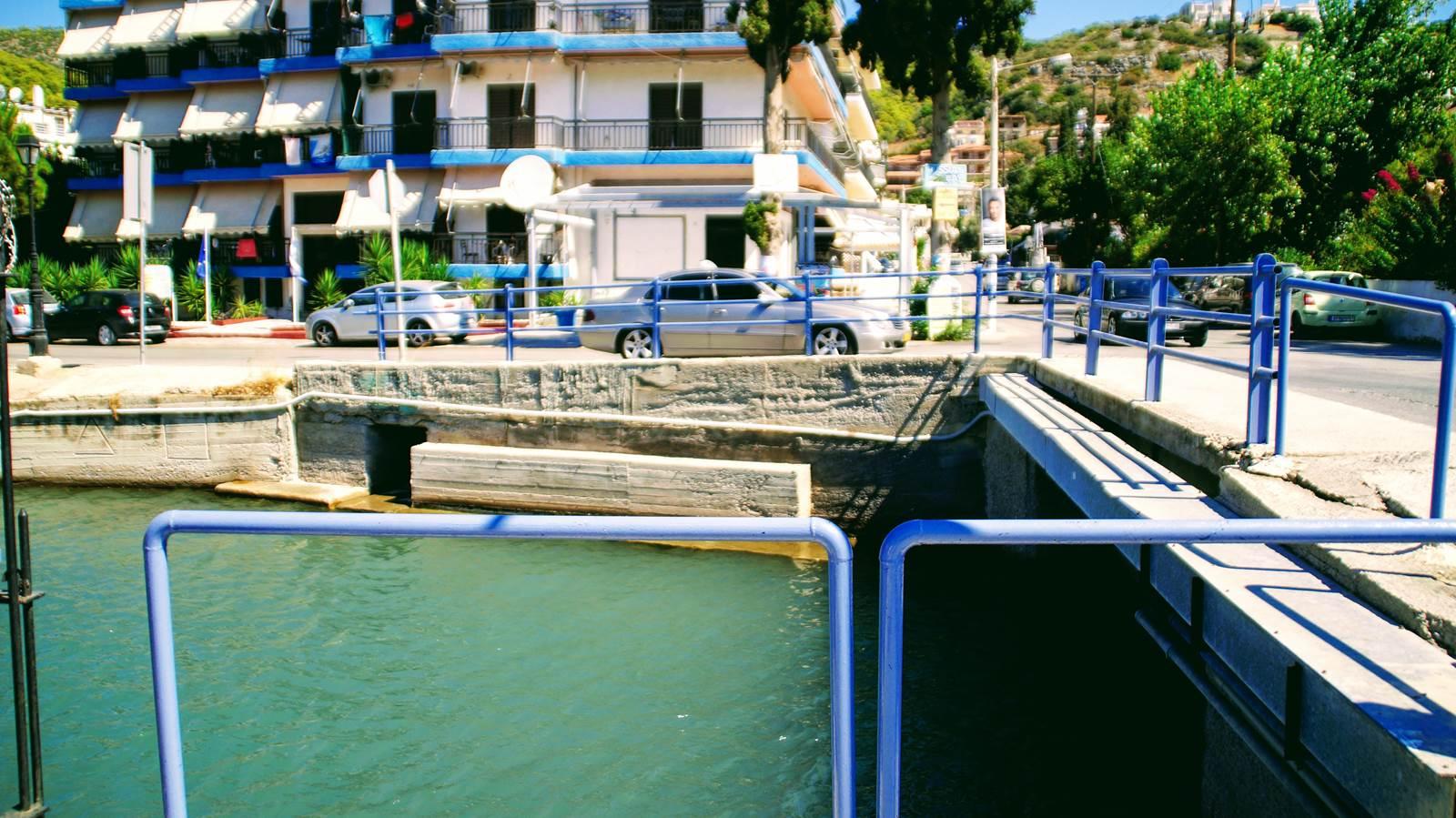 most łączący dwie wyspy na Poros