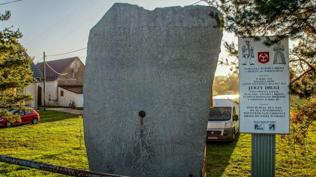 Pamiątkowa płyta granitowa w Brzezinie